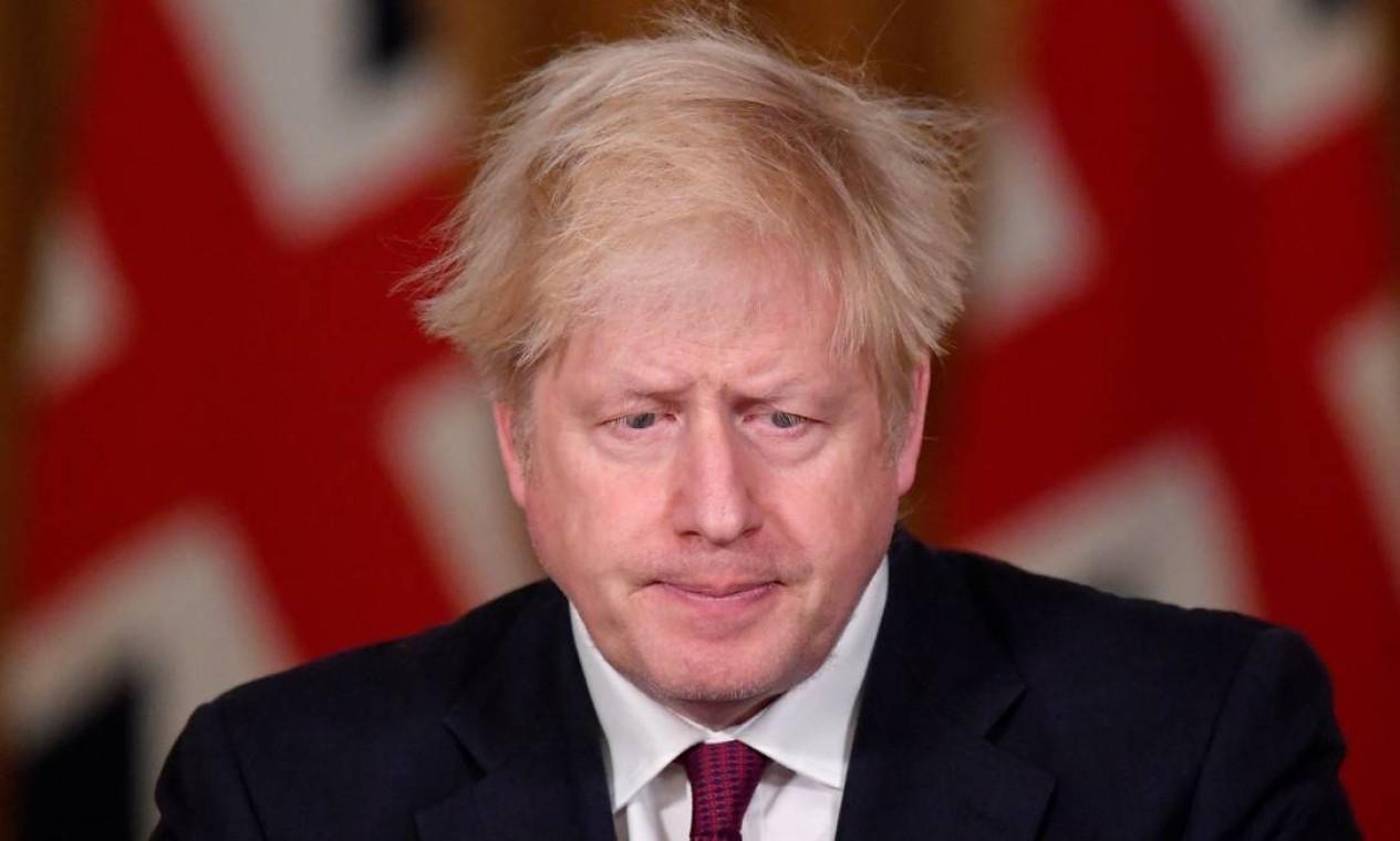 O primeiro-ministro da Grã-Bretanha, Boris Johnson, durante coletiva em resposta à situação em curso com a pandemia em Londres. Itália, Suíça, Alemanha, França, Áustria e Suécia também apertaram as medidas de isolamento Foto: TOBY MELVILLE / REUTERS