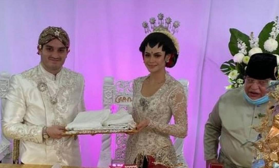 Noiva e noivo realizaram casamento com 10 mil convidados de maneira segura Foto: FACEBOOK.COM/OFFICIALKUNAN