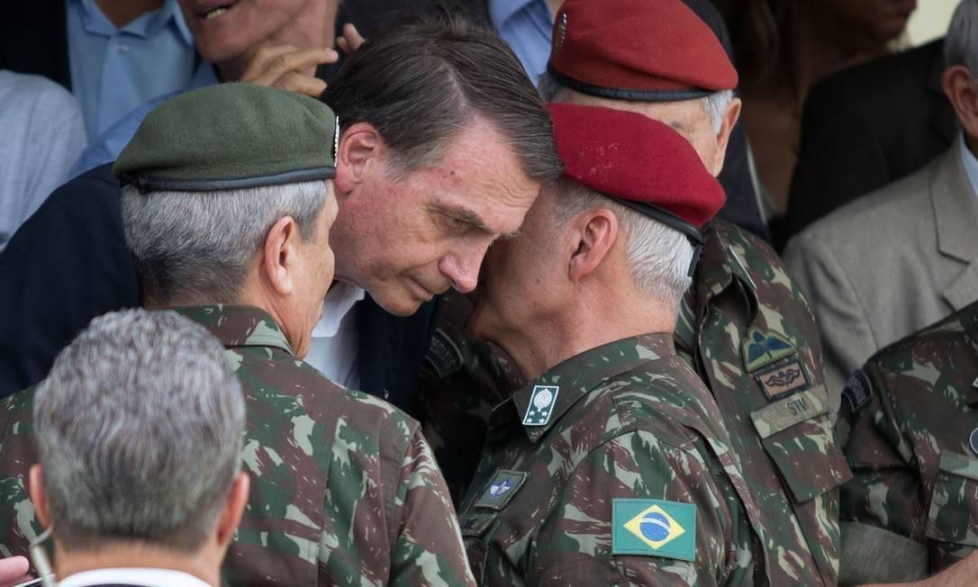 Jair Bolsonaro durante cerimônia militar com o general Luiz Eduardo Ramos, ex-comandante Militar do Leste e hoje ministro de Governo Foto: Fernando Souza/AFP