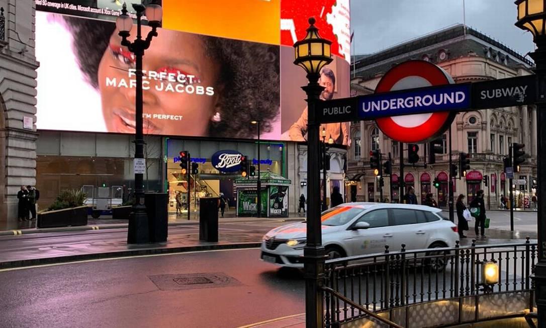 Ruas do centro de Londres vazias após adoção de medida mais restritiva imposta pelo governo desde o lockdown de novembro Foto: Flávio Tabak