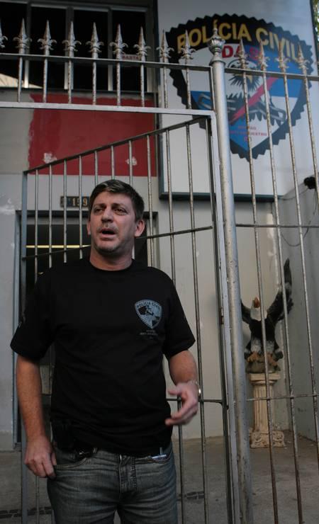 Fernando Moraes é delegado aposentado da Polícia Civil e foi titular da Delegacia Anti-Sequestro. Também é ex-vereador pelo MDB. Em 2019, foi nomeado conselheiro da Agetransp pelo ex-governador Pezão. Nas redes sociais, Moraes compartilha uma vida de luxo Foto: Ricardo Leoni / Agência O Globo - 16/08/2007