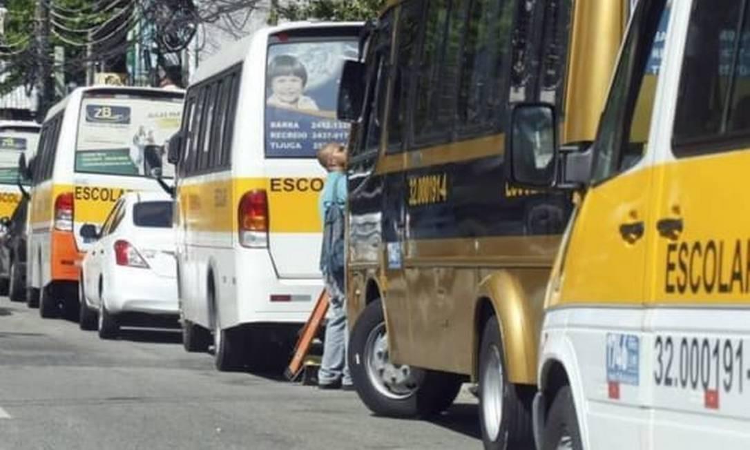 Fluxo de veículos escolares na Estrada do Joá Foto: Leitor