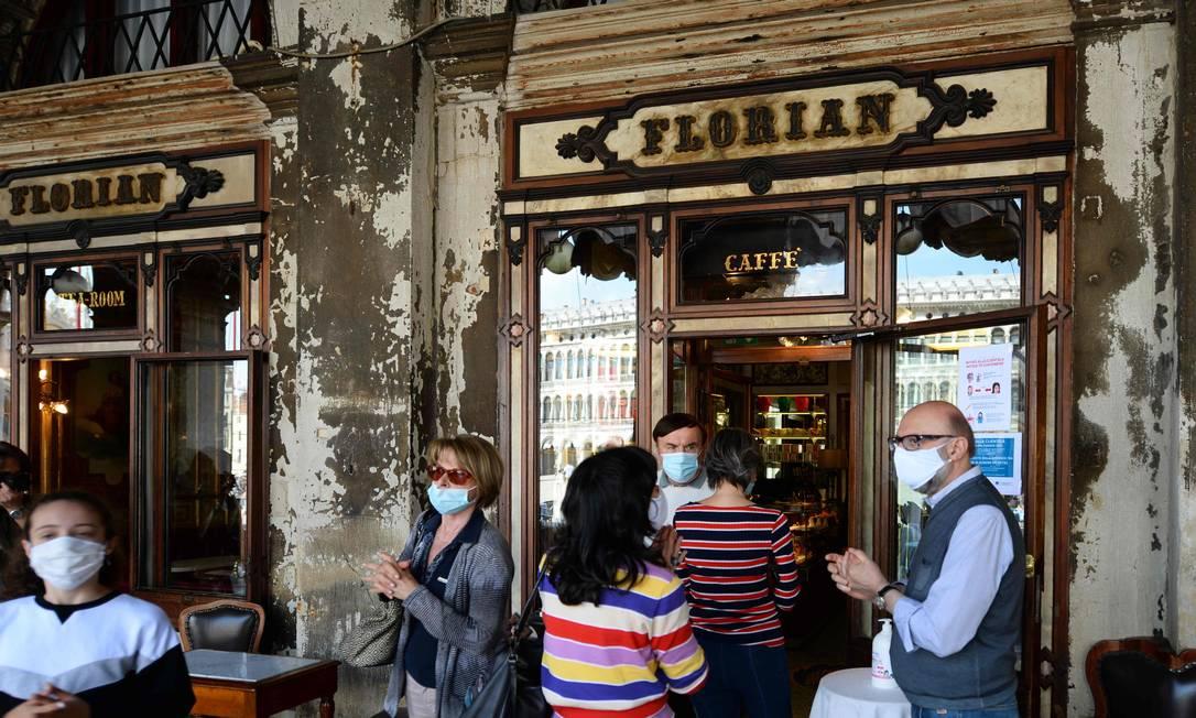 O lendário Cafe Florian, em Veneza, que fechou as portas após três meses fechado por confinamento na Itália Foto: ANDREA PATTARO / AFP