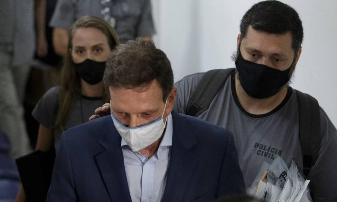 O prefeito Marcelo Crivella na Cidade da Polícia após ser preso em 22/12/20 Foto: Márcia Foletto / Agência O Globo