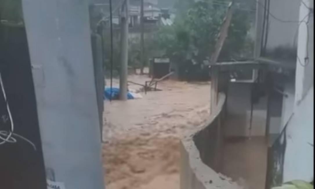 Santo Atônio, em Xerém, Duque de Caxias, foi uma das áreas mais afetadas pela chuva Foto: Reprodução/Redes Sociais