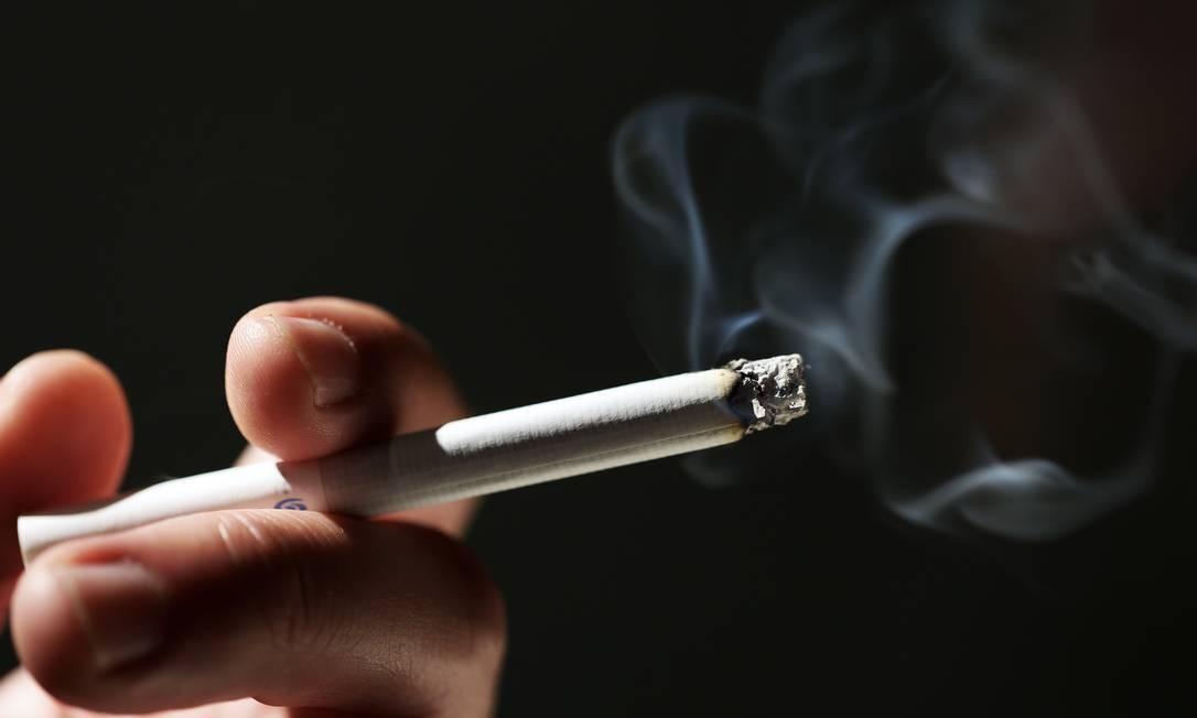 Pensando em experimentar um cigarro pela primeira vez? Leia isso antes...