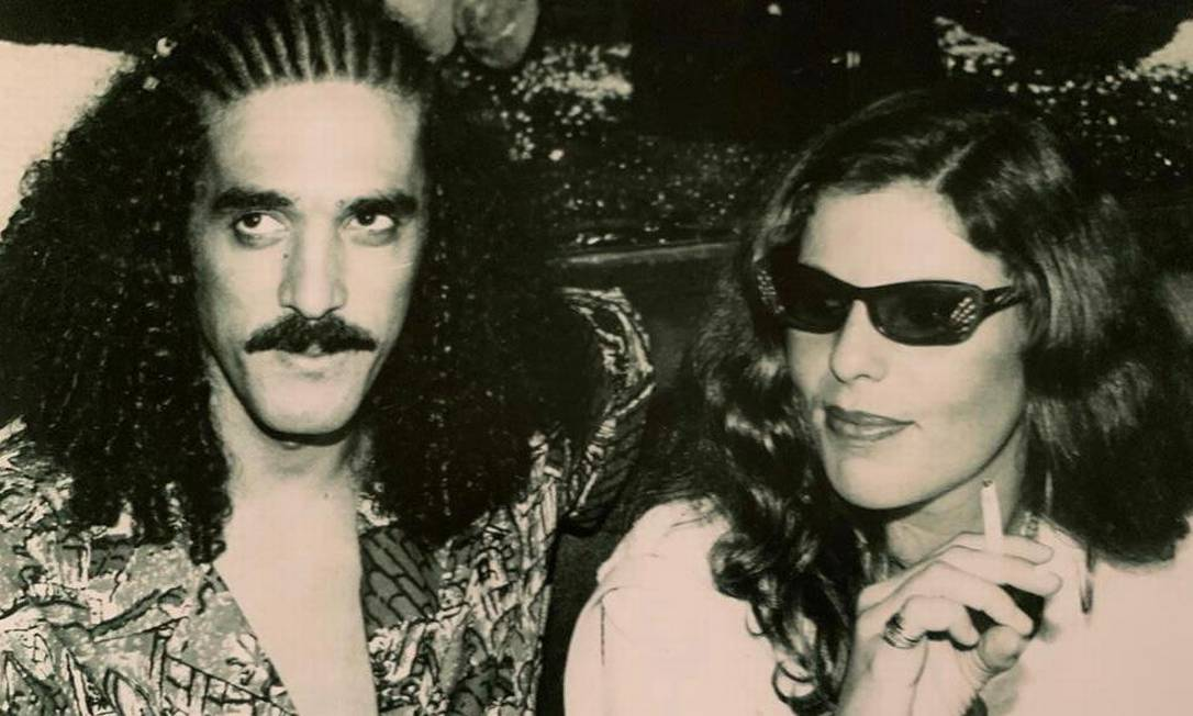 O cantor e compositor Moraes Moreira e a ex-companheira, Marília Mattos: ela se apaixonou ao vê-lo se apresentar descalço no palco Foto: reprodução