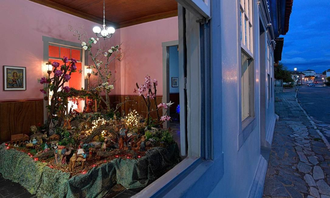 Presépio dentro da casa de Dona Maria Goretti, parte do circuito natalino de Santa Luzia, no interior de Minas Gerais Foto: DOUGLAS MAGNO / AFP