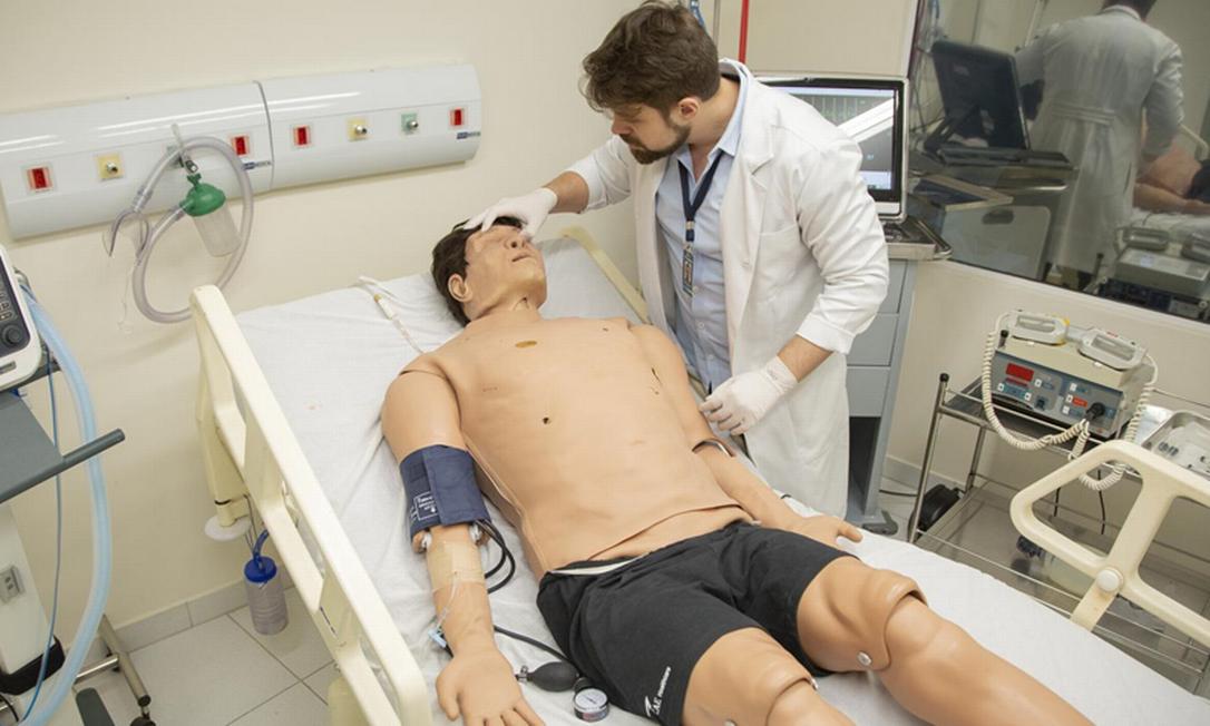 Sala de simulação para estudantes de Medicina na Estácio em imagem antes da Covid: com mensalidade alta, curso é destaque no presencial Foto: Gabriel Monteiro/22-1-2020