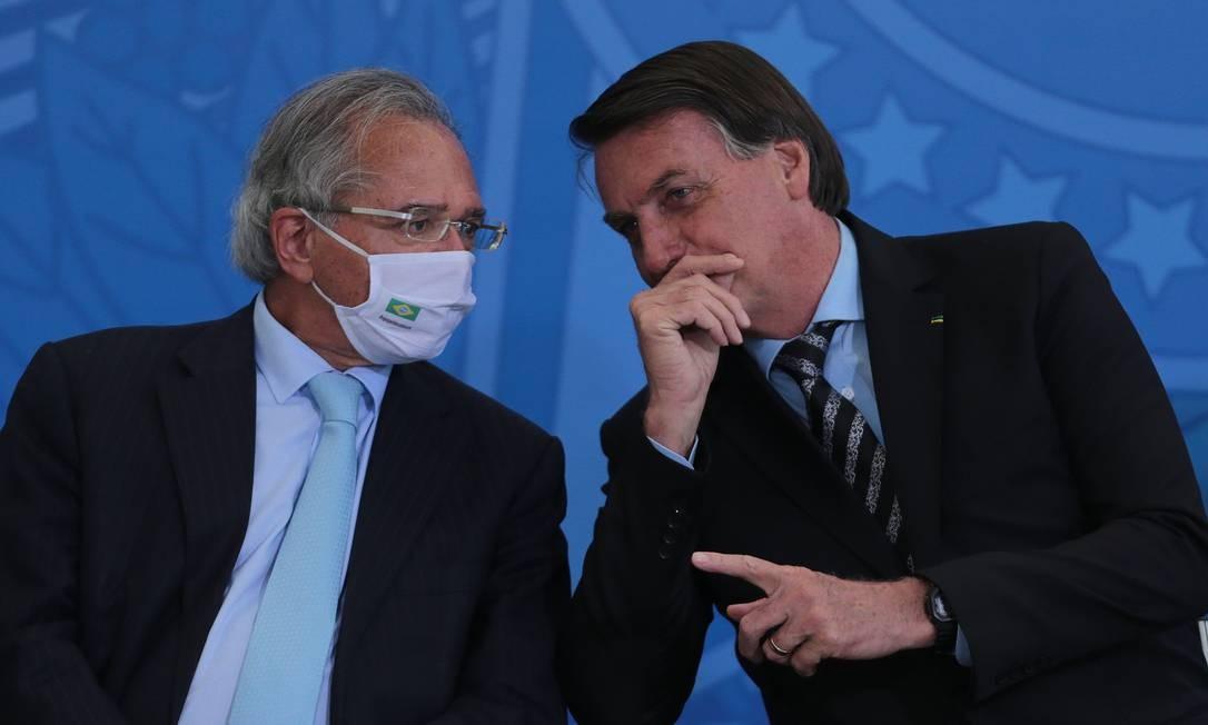 O ministro da Economia, Paulo Guedes, e o presidente Jair Bolsonaro, durante evento no Palácio do Planalto Foto: Jorge William/ / Agência O Globo/26-11-2020