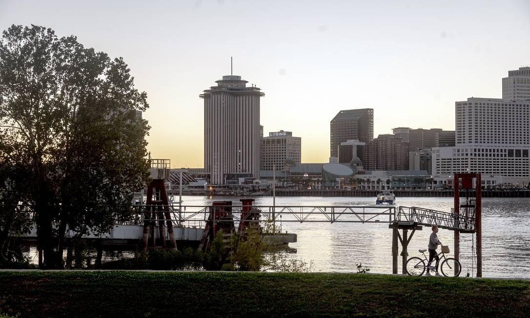 O antigo World Trade Center, ao centro, abrigará o novo hotel Four Seasons de Nova Orleans Foto: Emily Kask / The New York Times