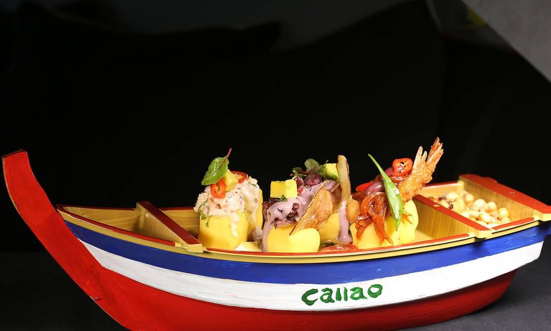 Entre as opções frescas do Lima Cocina Peruana (3647-3411), destaque para as barcas Las Causas Tradicionales (R$65), de pulpo olivo, frango ou de escabeche com camarões Foto: Fabrício Faro / Divulgação