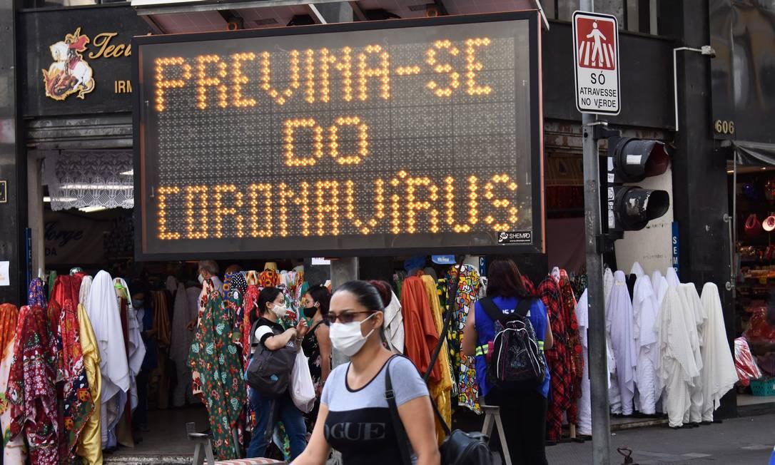São Paulo adotou toque de restrição para tentar conter o avanço da doença Foto: Fotoarena / Agência O Globo