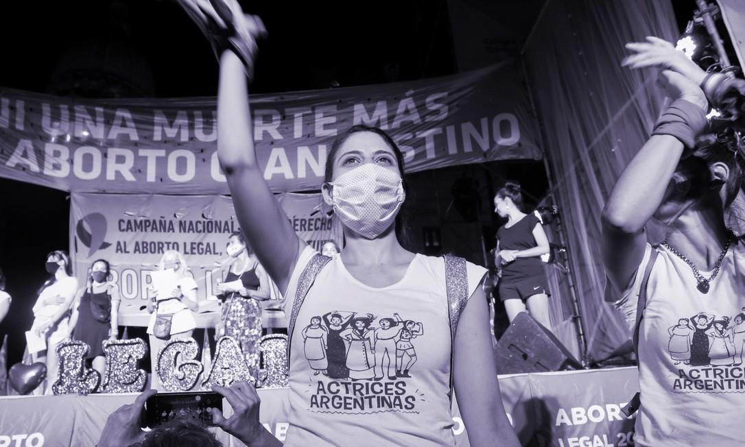 Manifestantes a favor da legalização do aborto depois que o Senado aprovou um projeto de lei, em Buenos Aires, Argentina, dia 30 de dezembro de 2020. Foto: REUTERS/Flor Guzzetti