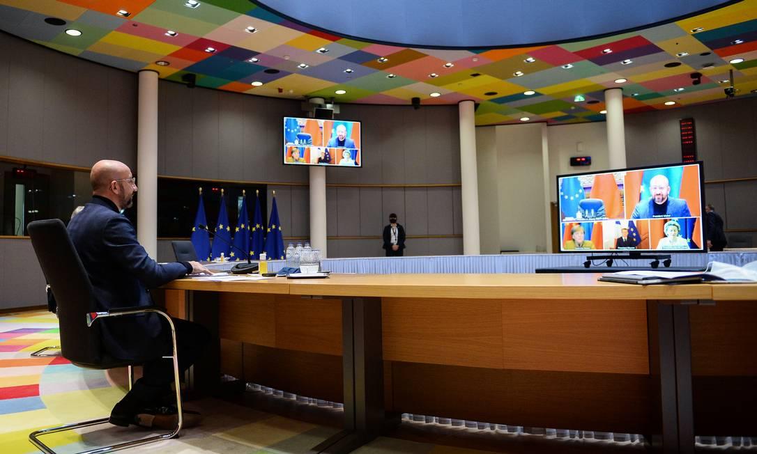 O presidente do Conselho Europeu, Charles Michel, participou de videoconferência com a presidente da Comissão Europeia, Ursula von der Leyen, a chanceler alemã, Angela Merkel, o presidente da França, Emmanuel Macron, e o presidente da China, Xi Jinping Foto: JOHANNA GERON / REUTERS
