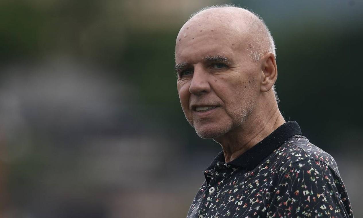 27/2 - Valdir Espinosa, ex-jogador e técnico de futebol, aos 72 anos, de complicações após cirurgia Foto: Vitor Silva / Agência O Globo