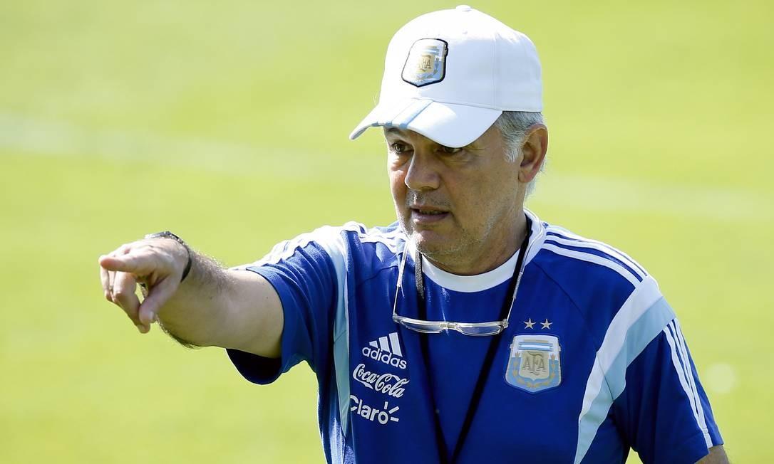 12/8 - Alejandro Sabella.  Exjugador y técnico argentino, 66 años, hospitalizado con infección Foto: Victor R.  Kaiwano / A.P.