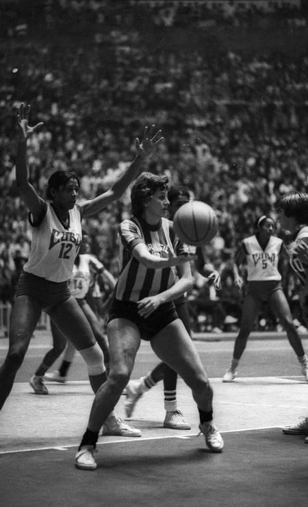 27/10 - Marlene, ex-jogadora de basquete, aos 82, de causa não divulgada Foto: Arquivo / Agência O Globo
