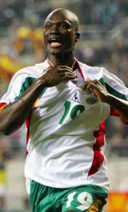 29/11 - Bouba Diop, ex-jogador de Senegal, aos 42, de doença degenerativa Foto: Dylan Martinez /