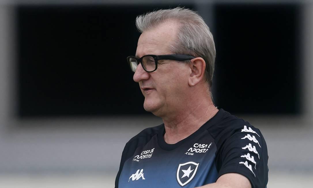16/12 - Renê Weber, ex-jogador e técnico de futebol, aos 59, de Covid-19 Foto: Vitor Silva / Botafogo