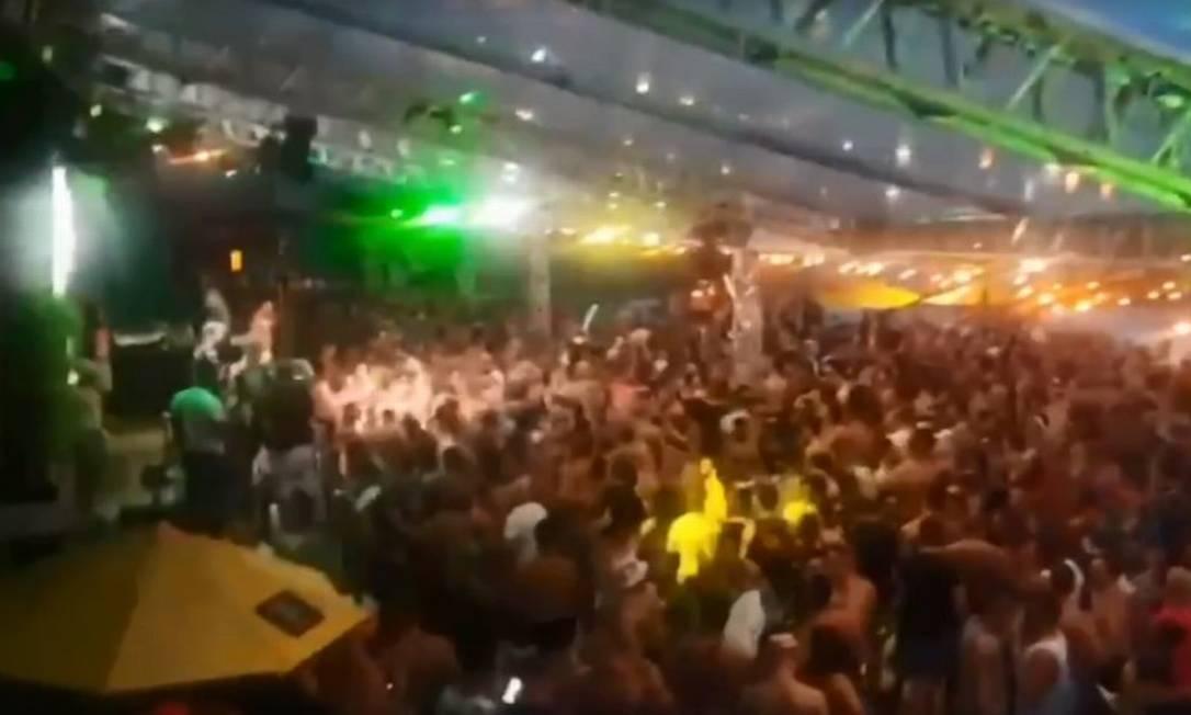 A festa na Avenida Niemeyer que foi interditada por fiscais Foto: Reprodução