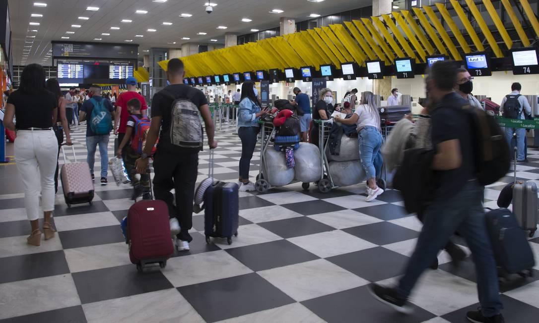 Movimentação no aeroporto de Congonhas, em São Paulo Foto: Edilson Dantas/ Agência O Globo/04-12-2020