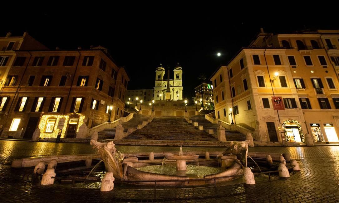 Vista geral da Piazza di Spagna vazia no centro de Roma Foto: TIZIANA FABI / AFP