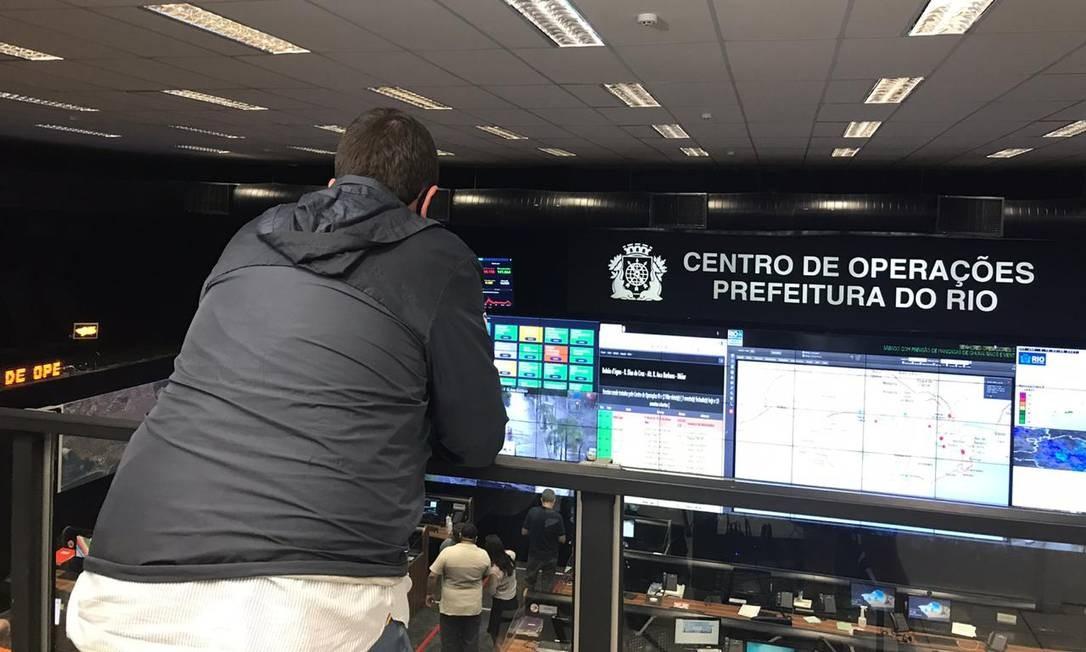 Eduardo Paes acompanha chuva no Rio do Centro de Operações Foto: Letícia Lopes