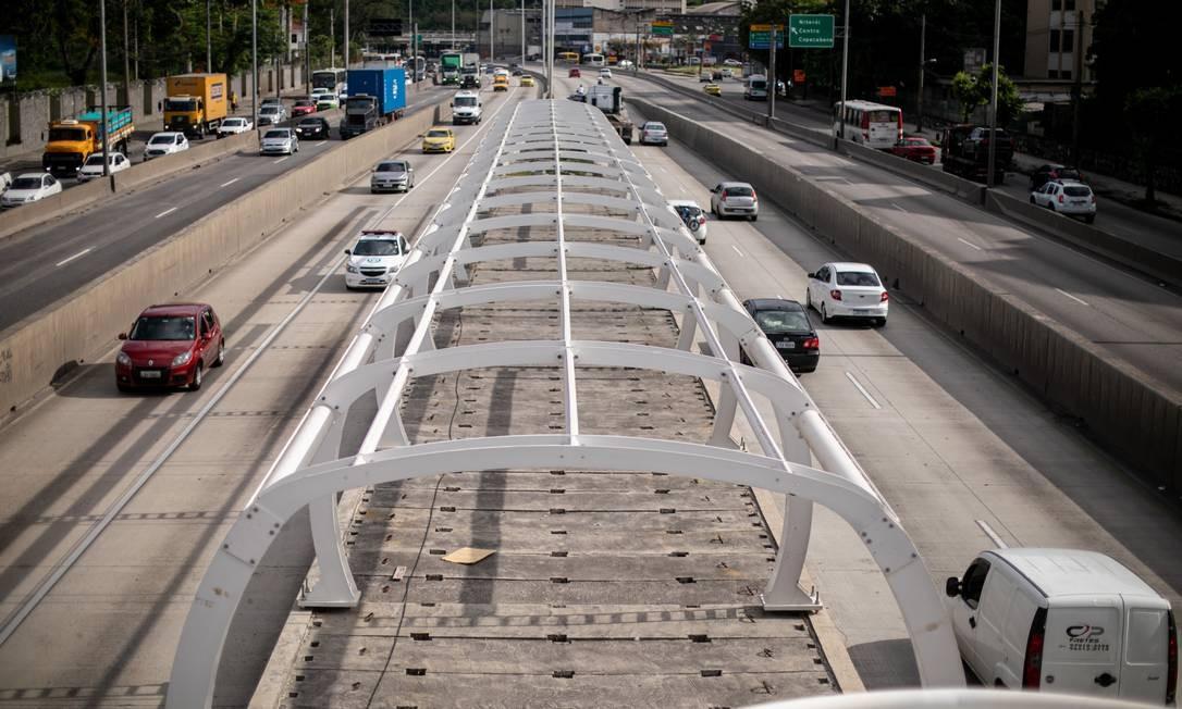 Conclusão das obras do BRT Transbrasil, que deveriam estar prontas desde 2017, para que o corredor esteja em pleno funcionamento até o fim de 2022 Foto: Brenno Carvalho / Agência O Globo