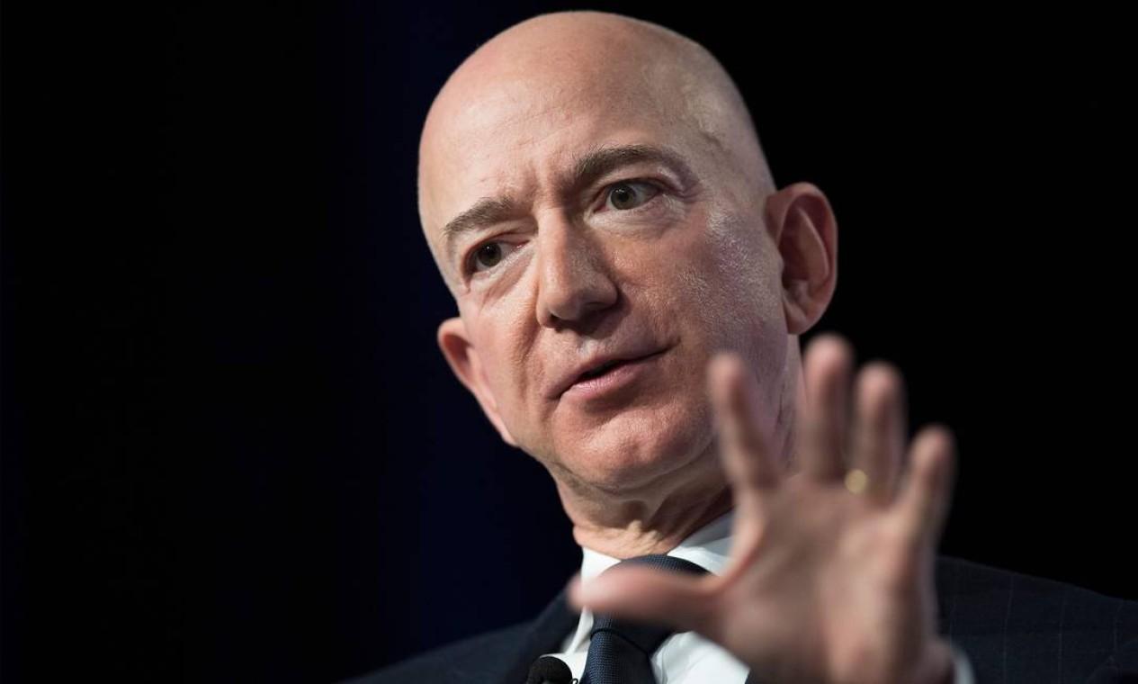 Jeff Bezos, fundador da Amazon, anunciou que deixará a direção da empresa no segundo semestre. Sua fortuna calculada é de US$ 177 bilhões Foto: Jim Watson / AFP