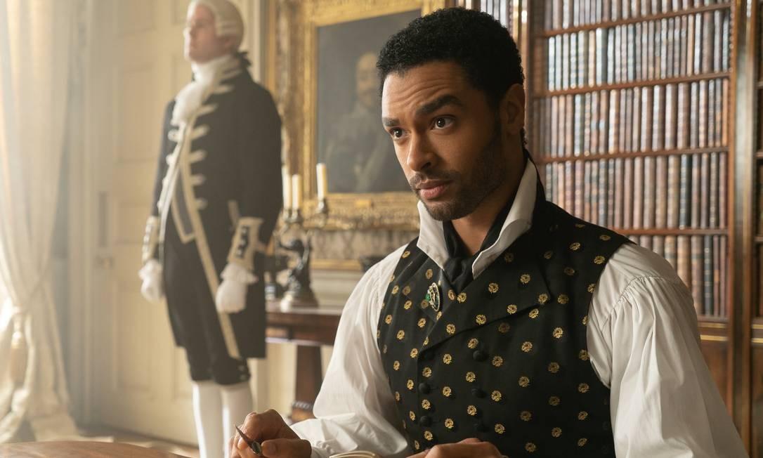 Regé-Jean Page como Simon Basset, o duque de Hastings, em Bridgerton Foto: LIAM DANIEL/NETFLIX