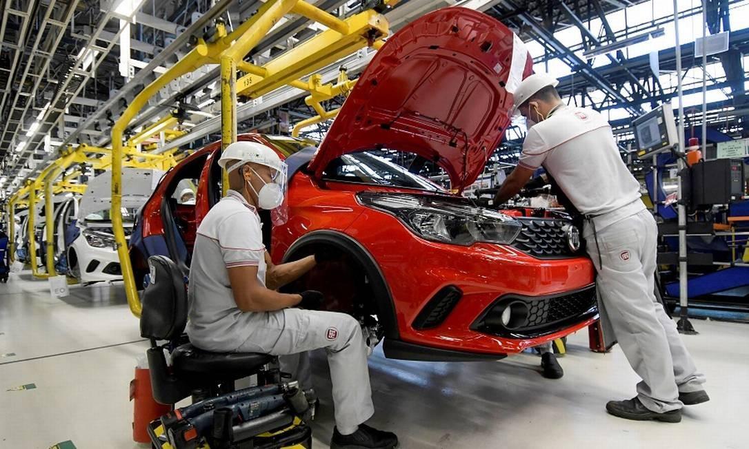 Linha de montagem da Fiat Chrysler em Betim, MG Foto: Washington Alves / REUTERS