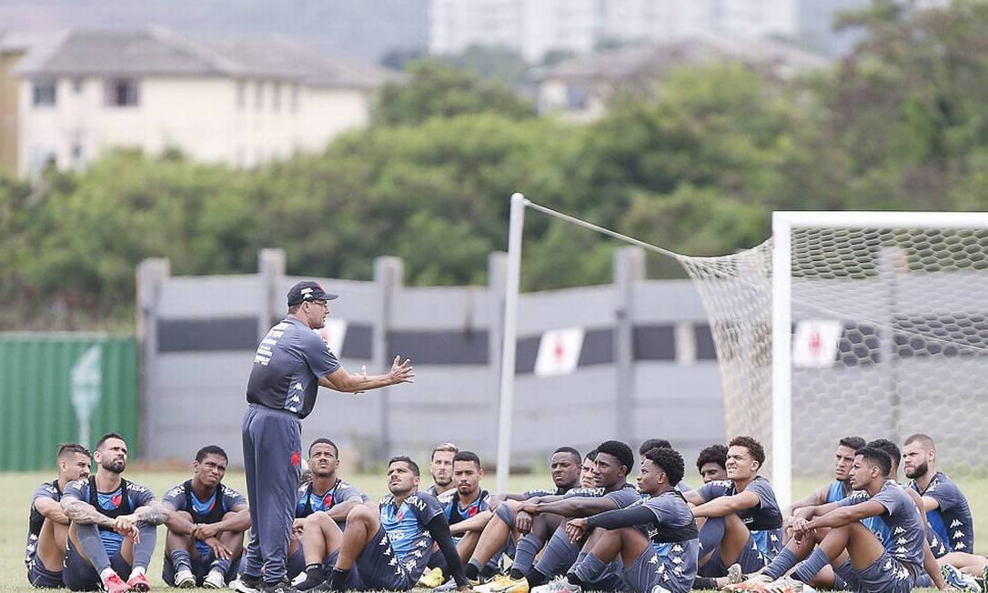 Luxemburgo conversa com jogadores do Vasco Foto: Divulgação