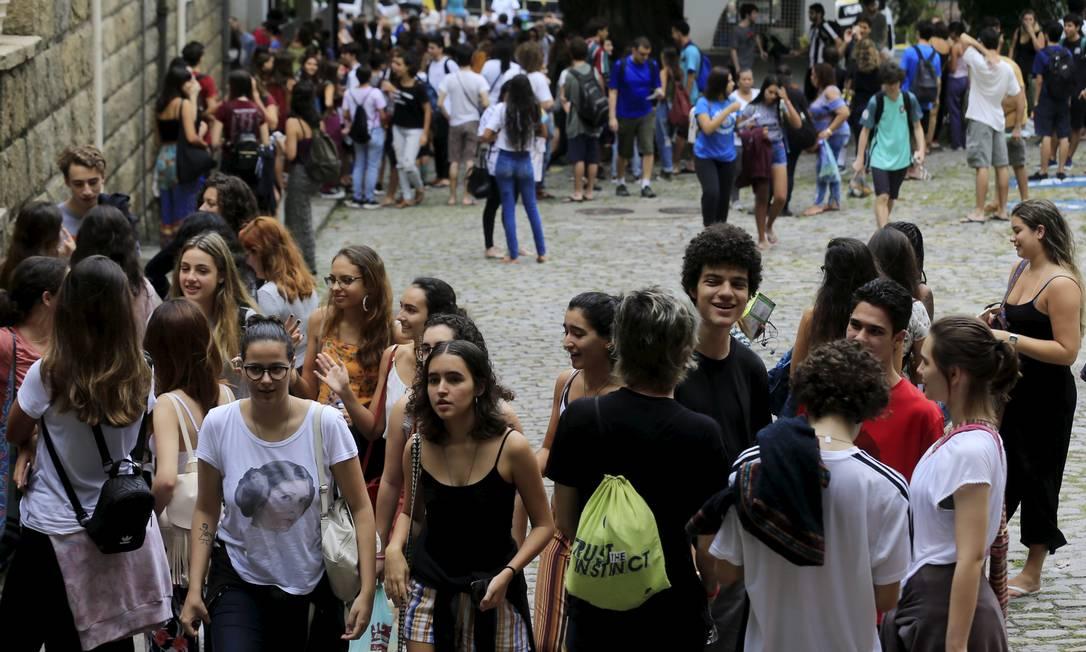 Candidatos do Enem 2019 chegando para a prova no Rio Foto: Marcelo Theobald/10.11.2019 / Agência O Globo