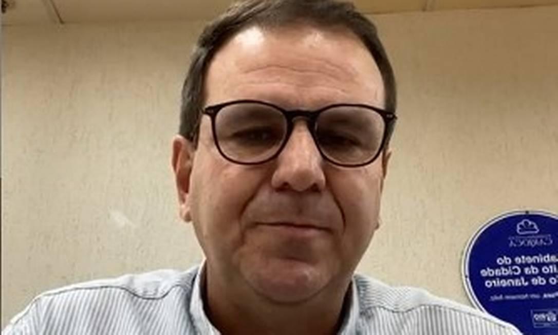 Eduardo Paes fala sobre os salários dos servidodores em uma transmissão ao vivo Foto: Reprodução/Instagram