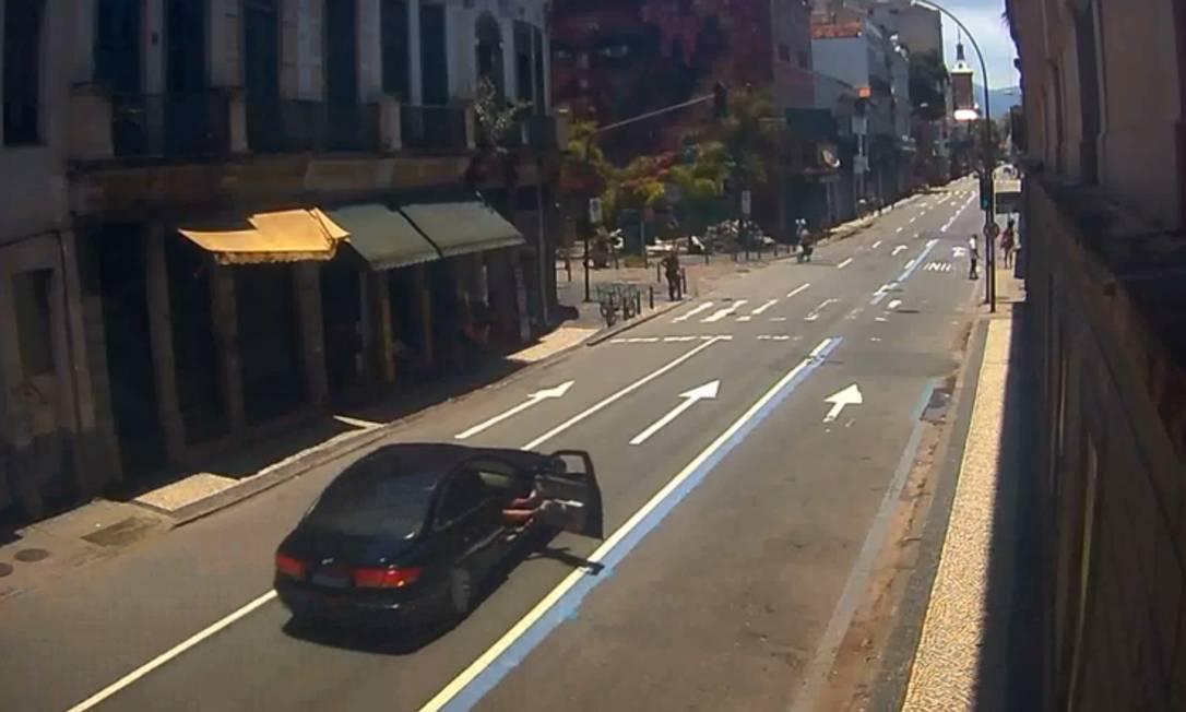 Carro em que mulher foi agredida diante de delegacia Foto: Reprodução