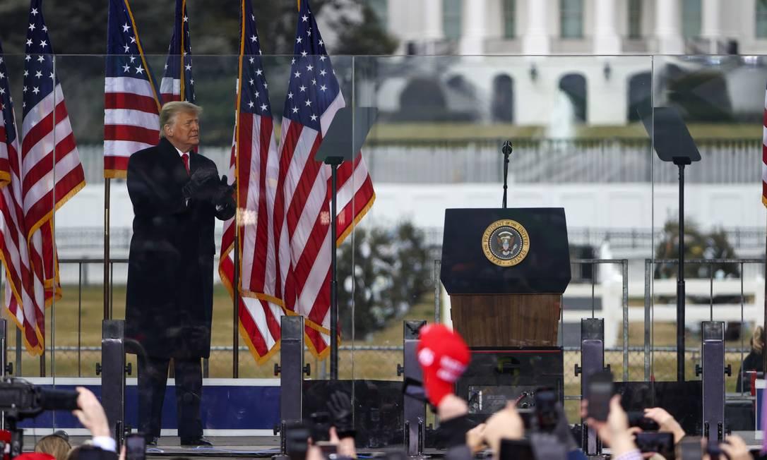 Donald Trump faz discurso em Washington, em meio a tentativa de derrubar os votos do Colégio Eleitoral que deram a vitória a Joe Biden Foto: TASOS KATOPODIS / AFP