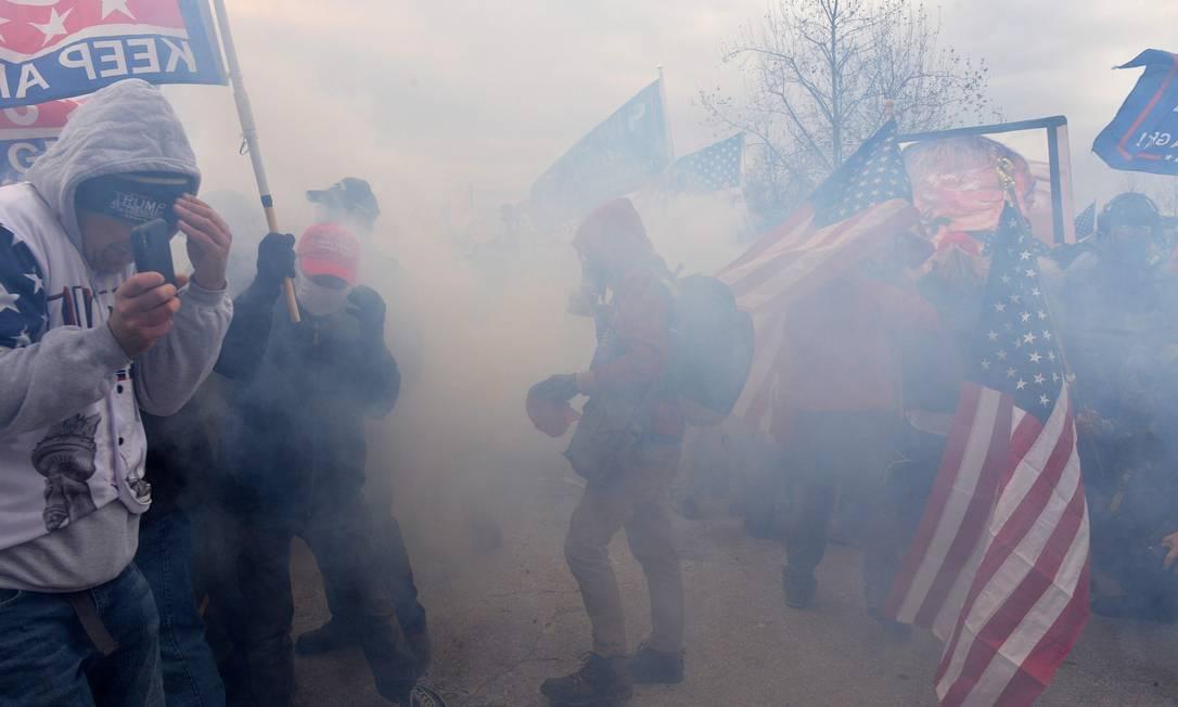 Manifestantes pró-Trump entram em confronto com a polícia e invasão do Congresso americano Foto: JOSEPH PREZIOSO / AFP