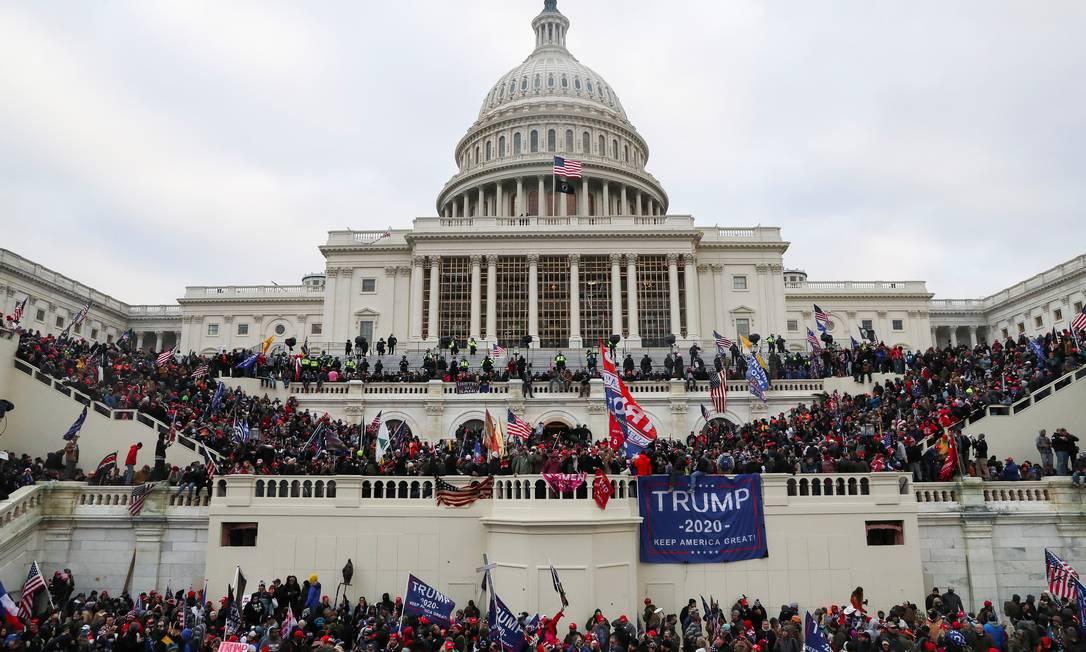 Apoiadores de Donald Trump invadem o prédio do Capitólio dos EUA em Washington Foto: LEAH MILLIS / REUTERS/06-01-2021