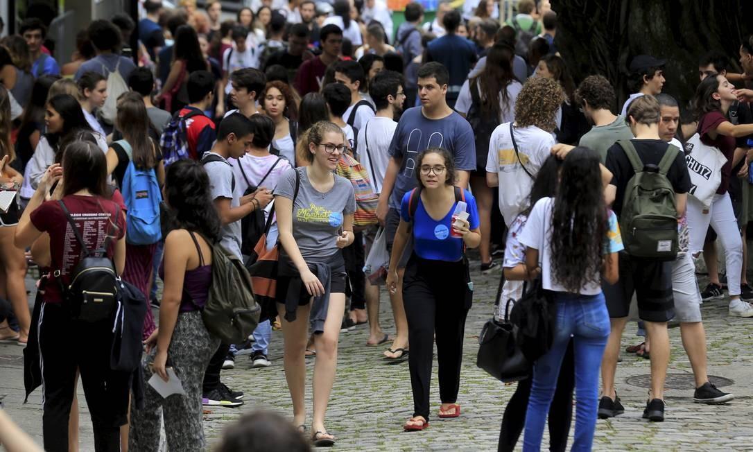 Alunos aglomerados antes do Enem 2019, quando ainda não havia Covid-19 Foto: Marcelo Theobald / Agência O Globo
