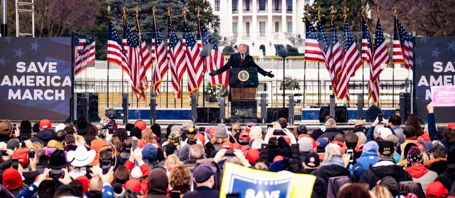 """""""Nós nunca iremos ceder"""", disse o presidente Trump em um comício na quarta-feira Foto: Pete Marovich / New York Times"""