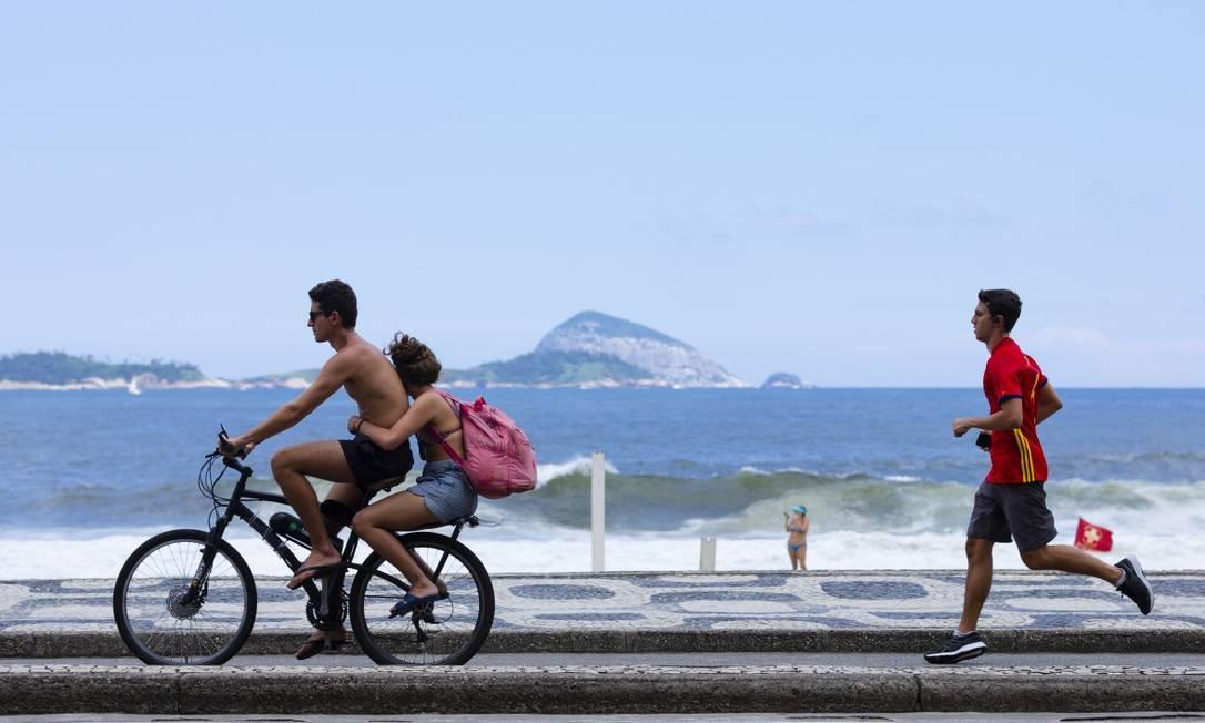 Prefeitura resolveu adiar a volta do fechamento de ruas na orla para lazer ao ar livre Foto: Leo Martins / Agência O Globo