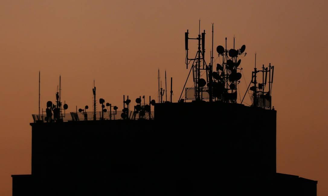 Antenas de telecomunicações na paisagem de São Paulo Foto: Edilson Dantas / Agência O Globo/4-12-2020