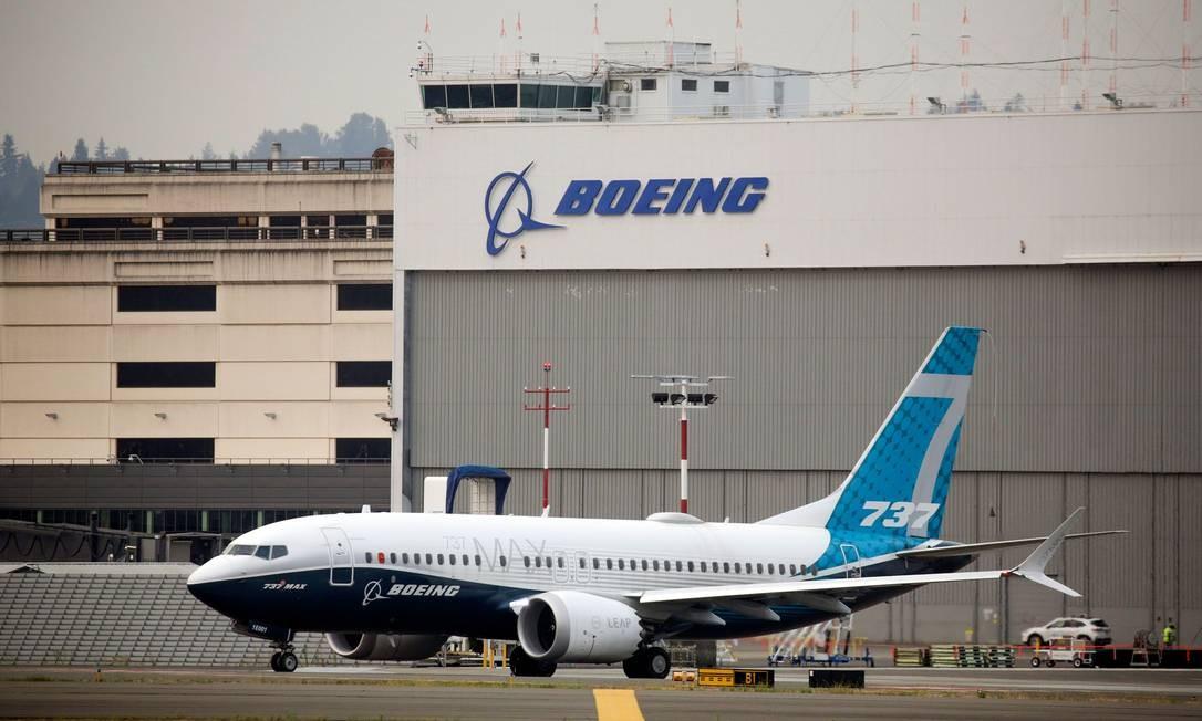 O 737 MAX, da Boeing,s e envolveu em dois acidentes em menos de cinco meses Foto: JASON REDMOND / AFP