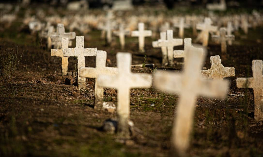 Cemitério São Francisco Xavier, no Caju: mortes por Covid-19 aumentam no Rio Foto: Hermes de Paula / Agência O Globo