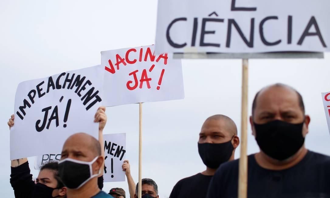 Enquanto o restante do mundo iniciou 2021 contando as pessoas vacinadas, o Brasil, soma novos doentes e mortos. Projeções indicam que as mortes podem chegar a 300 mil em abril Foto: ADRIANO MACHADO / REUTERS