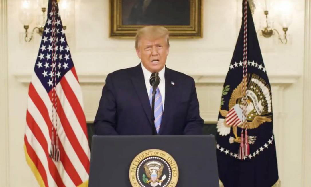 Presidente dos Estados Unidos, Donald Trump, em pronunciamento por vídeo filmando na Casa Branca Foto: Donald J. Trump via Twitter / VIA REUTERS