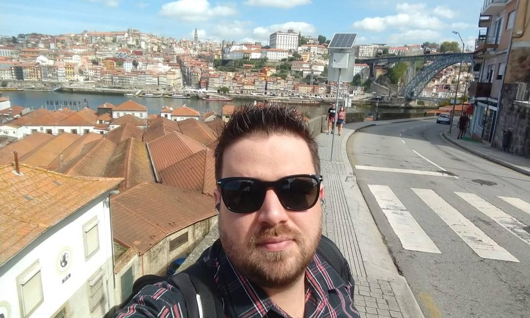 Engenheiro de computação, Angelo Brito, de 32 anos, se mudou para o Porto, em Portugal, onde trabalha para empresa que presta serviço para a BMW Foto: Acervo pessoal