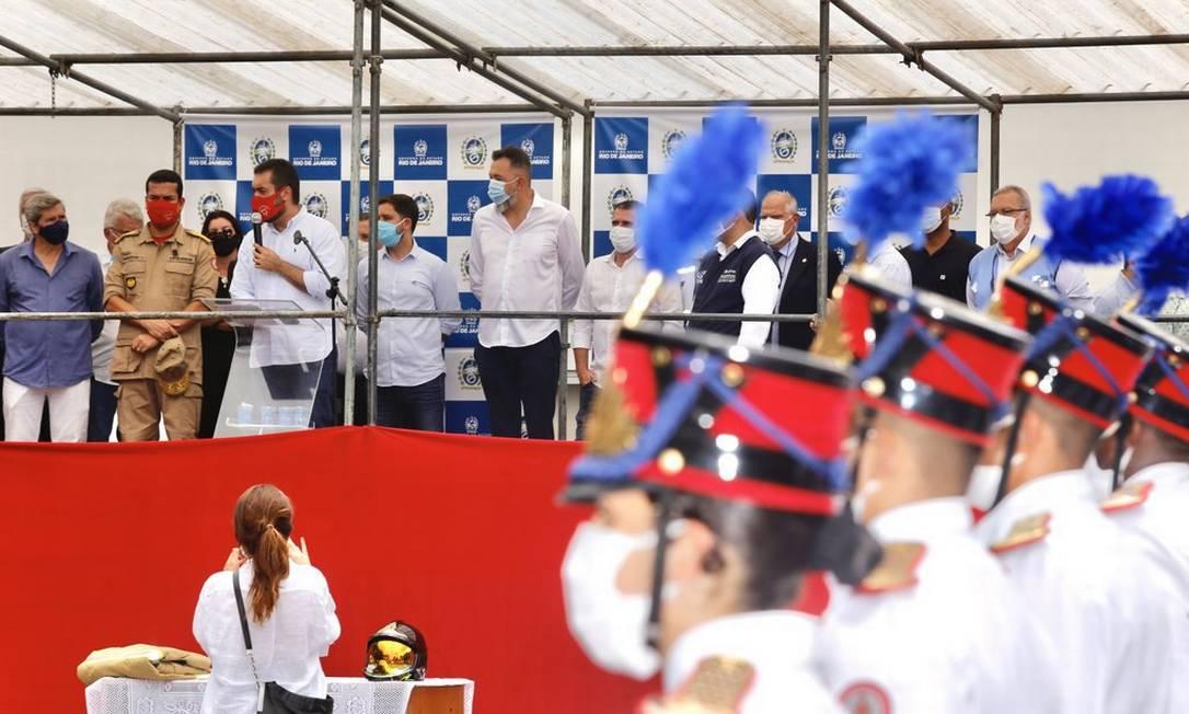 Governador em exercício, Claudio Castro, participa de Cerimônia em homenagem aos que ajudaram no resgate às vítimas das chuvas Foto: Divulgação