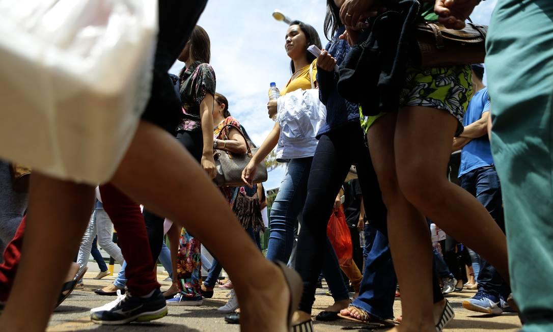 Entrada em local de prova do Enem em Brasília gera aglomeração em 2018 Foto: Jorge William / Agência O Globo